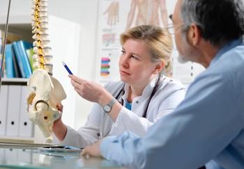 Uciążliwe bóle kręgosłupa – dlaczego nie można ich ignorować?