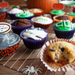 Halloweenowe muffinki z pomarańczą i śliwką kalifornijską
