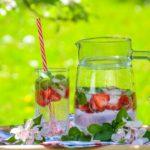 Wystarczy połączyć orzeźwiającą moc z aromatem świeżych owoców i ziół