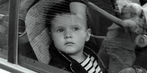 dziecko-w-samochdzie